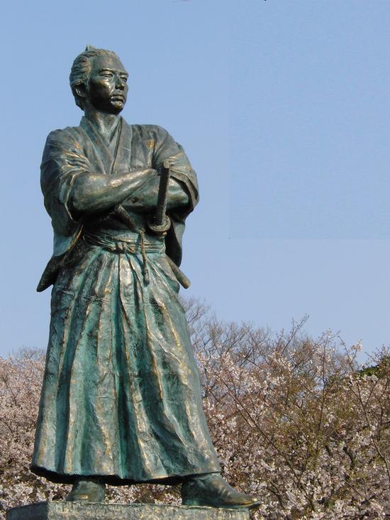ryoma-estatua